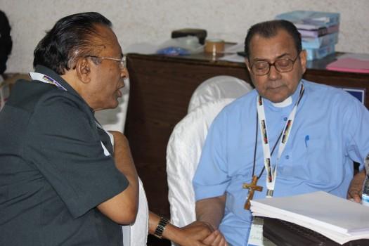UCPI 2015 ArchbishopConcessaoPastorDMohanpraying